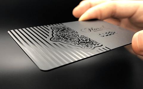 0.8ブラックカード横写真